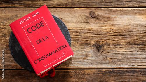 Fotografía  Code de la consommation sur fond bois