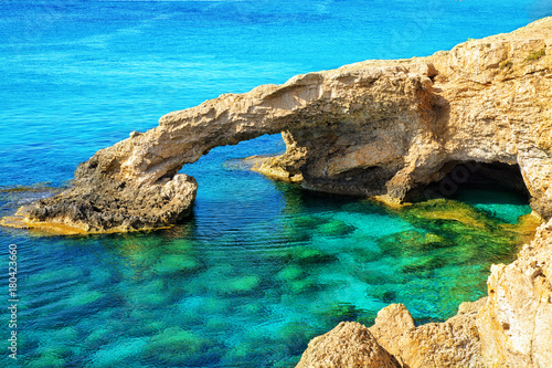 Foto op Plexiglas Cyprus The bridge of love or love bridge is located in one of the most beautiful tourist attractions in Ayia Napa, Cyprus.