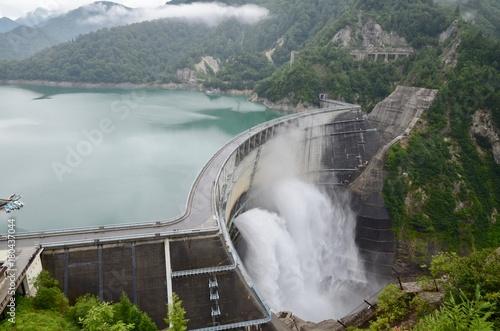 Deurstickers Dam 富山県 立山黒部アルペンルート 黒部ダム Japan Toyama Tateyama Kurobe Alpine Route Kurobe Dam