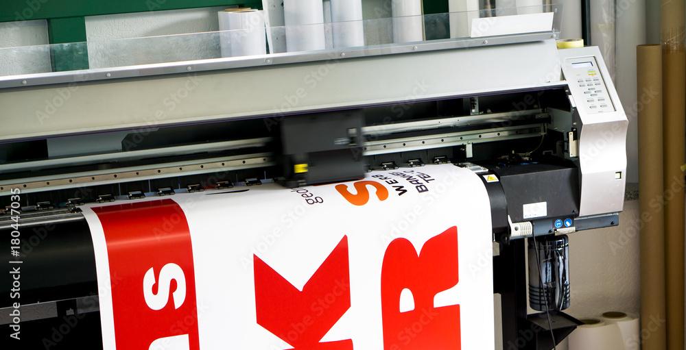 Digitaldrucker druckt auf Klebefolie / Werbetechnik Foto, Poster ...