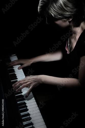 Fotoposter Muziek Piano player. Pianist playing piano concert