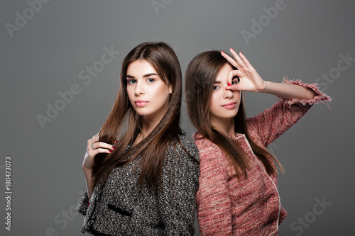 Photo  twins women with  natural make-up