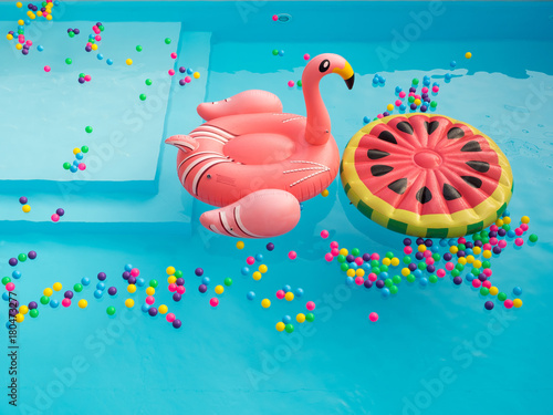 Papel de parede  Pool Floaties colorful