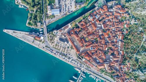 widok-z-lotu-ptaka-starego-miasta-w-kotorze