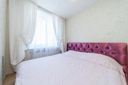 Obraz na dibondzie (fotoboard) sypialnia z oknem
