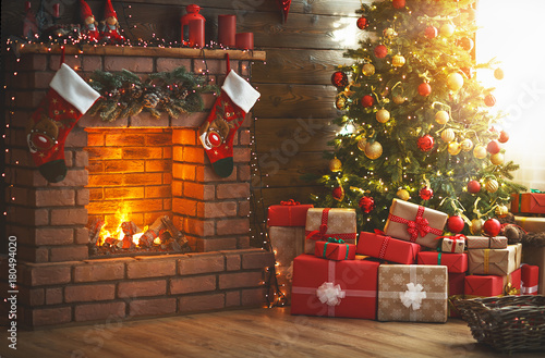 Poster Bomen interior christmas. magic glowing tree, fireplace, gifts