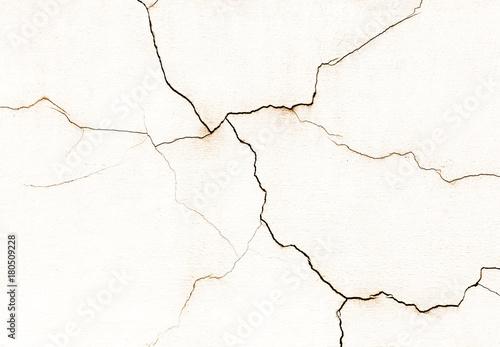 piekna-stara-sciana-z-duzymi-peknieciami-i-tekstura