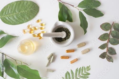 Fotografia  the scientist or doctor make herbal medicine from herb in the la