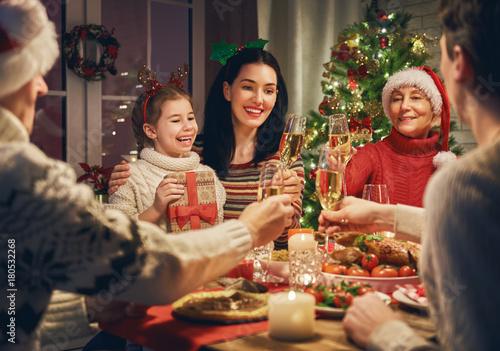 Fotografia  Family celebrates Christmas.