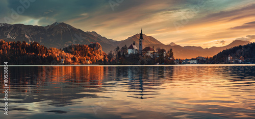 Foto auf Gartenposter Wasserfalle Lake Bled with St. Marys Church of the Assumption on the small island; Bled, Slovenia, Europe