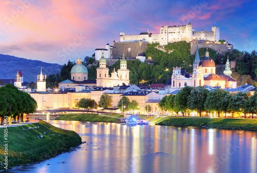 Poster Rose clair / pale Historic city of Salzburg with Hohensalzburg Fortress at dusk, Salzburger Land, Austria