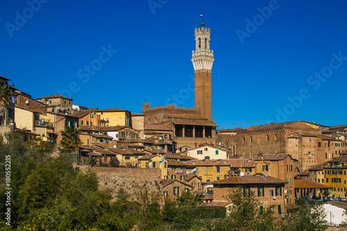 Plakat Torre del Mangia w historycznym centrum Sieny