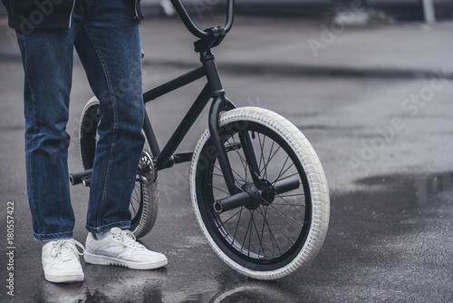 Photo boy with bmx bicycle