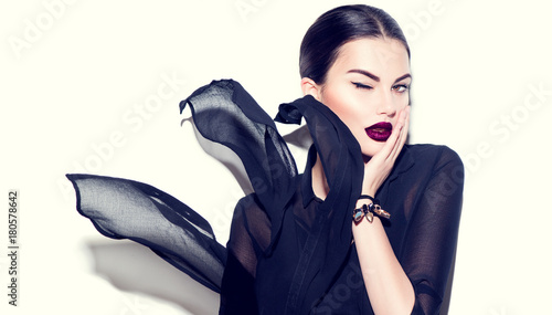 Fotografia  Sexy beauty model girl with dark lips wearing stylish chiffon dress
