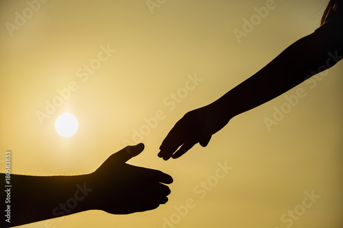 Fotografía  silhouette of helping hand concept and international day of peace