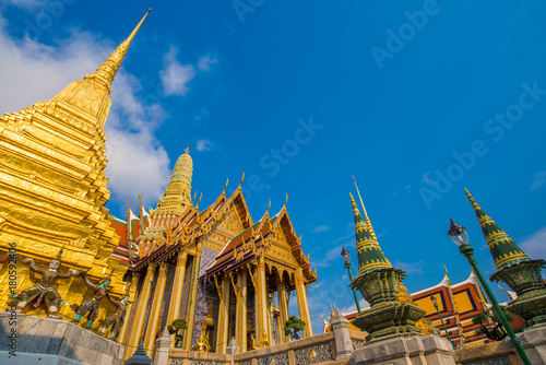 Foto op Canvas Temple Wat phra kaew grand palace building buddha temple
