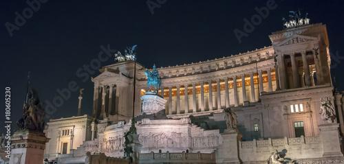 Plakat Nocny widok Vittoriano w Rzymie