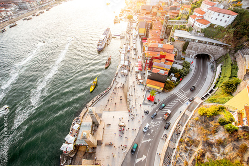 Fotografiet Top view on the Douro river with Ribeira region in the old town of Porto city, P