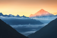 Majestic View Of Silhouettes Of Mountains And Low Clouds At Colorful Sunrise In Nepal. Landscape With Snowy Peaks Of Himalayan Mountains, Beautiful Sky And Yellow Sun Rays. Amazing Himalayas. Nature