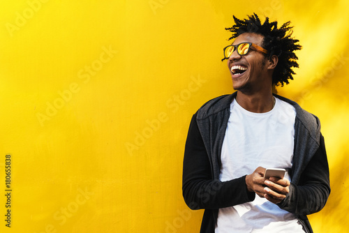 Fotografia  Portrait of handsome afro man using his mobile.