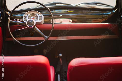 Cadres-photo bureau Vintage voitures Close-up of steering wheel of a vintage car