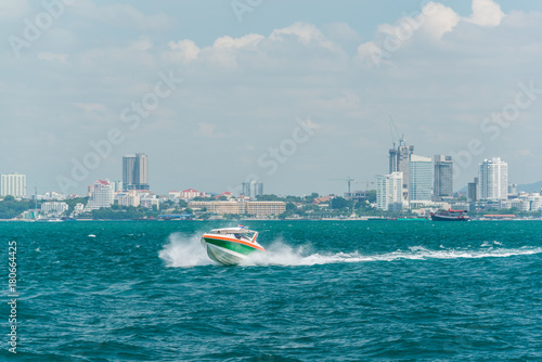 Poster Nautique motorise Tourist speed boat running on sea in Pattaya bay