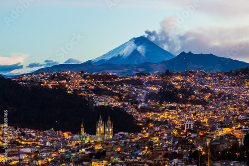 Poster Diepbruine Quito and Cotopaxi