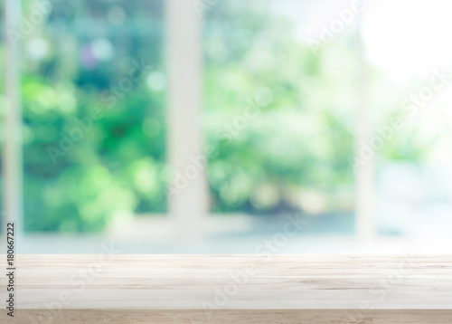 Fotografia Wood table top on blur of window with garden flower background in morning