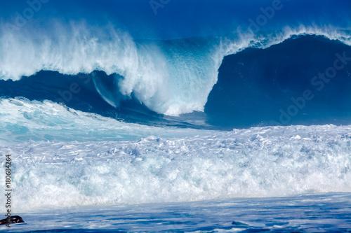 In de dag Water déferlante bleue à l'Etang-Salé-les-Bains, île de la Réunion