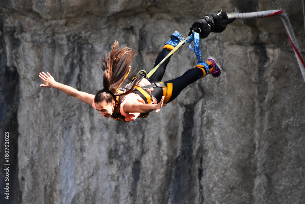 Fototapety, obrazy: Bungee jumps, extreme and fun sport.