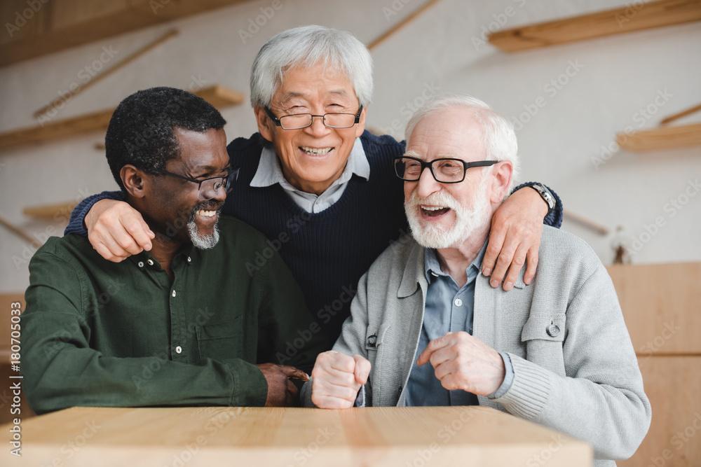 Fototapety, obrazy: senior friends embracing in bar