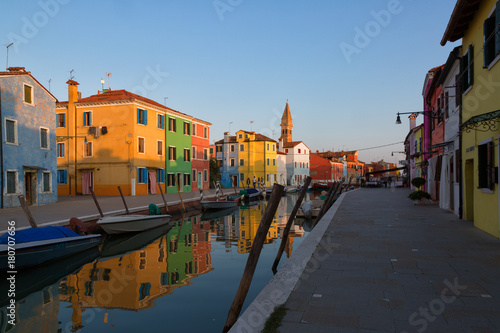 Foto op Plexiglas Venetie Colorful houses and boats at sunset in Burano, Venice Italy.