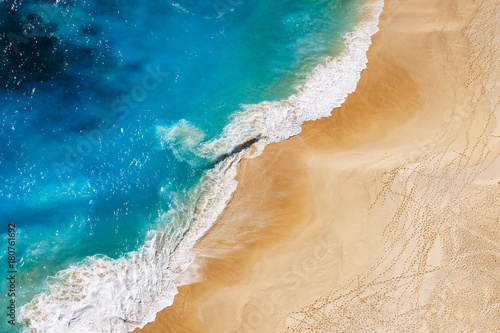 Pinturas sobre lienzo  Aerial view to tropical sandy beach and blue ocean