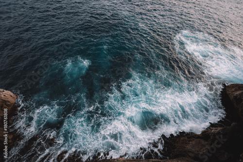 Autocollant pour porte Eau Aerial view to ocean waves and rock coast