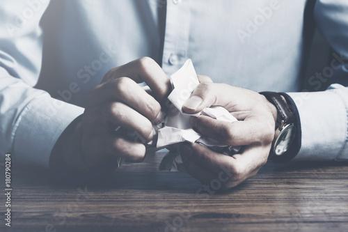 Fotografía  man hand crumpled paper