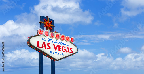 Foto op Aluminium Las Vegas Welcome to fabulous Las Vegas Nevada sign on blue sky background