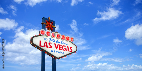 Spoed Foto op Canvas Las Vegas Welcome to fabulous Las Vegas Nevada sign on blue sky background