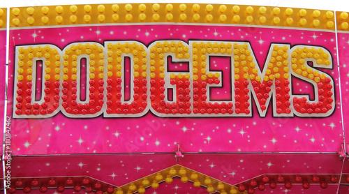 Zdjęcie XXL Światła i znak na wesołe miasteczko Dodgems Ride.