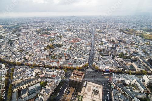 Obraz na dibondzie (fotoboard) Paryż, Francja - listopad 2017. Areal widok na Paryż z wieży Eiffla w oddali