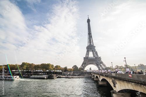 Foto op Aluminium Eiffeltoren Paris, France - November, 2017. Eiffel tower on sunny day. Paris Best tourist Destinations in Europe
