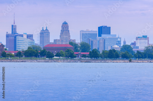In de dag Buffel Panorama of Buffalo across Niagara River