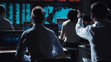 Financial Traders Working In M...