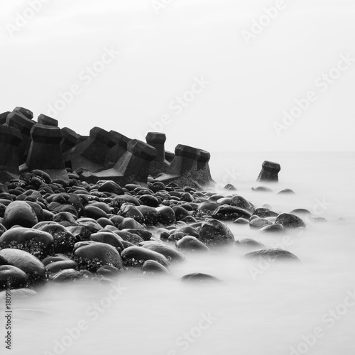 Photographie  Crashing waves in square black and white.Long exposure.