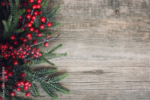 Christmas Evergreen Branches and Berries Over Rustic Wood Background Tablou Canvas