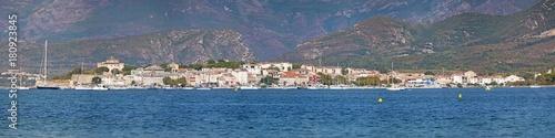 Photo Stands Egypt Corsica, 29/08/2017: lo skyline di Saint-Florent (San Fiorenzo), villaggio di pescatori sulla costa ovest dell'Alta Corsica chiamato la Saint-Tropez corsa, visto dalla spiaggia Plage de la Roya