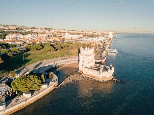 Obraz na dibondzie (fotoboard) Magiczny powietrzny panoramiczny zmierzchu widok Belem wierza w Lisbon, Portugalia