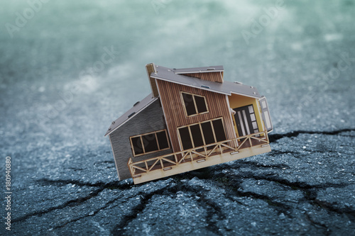 Canvas Print Earthquake crisis house risk insurance concept