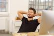 canvas print picture - mann mit geschlossenen augen lehnt sich zufrieden zurück