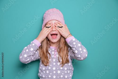 Photo  Kind mit geschlossenen Augen