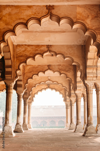Stickers pour porte Fortification Row of columns and arches in Agra, India. Old beautiful Indian architecture
